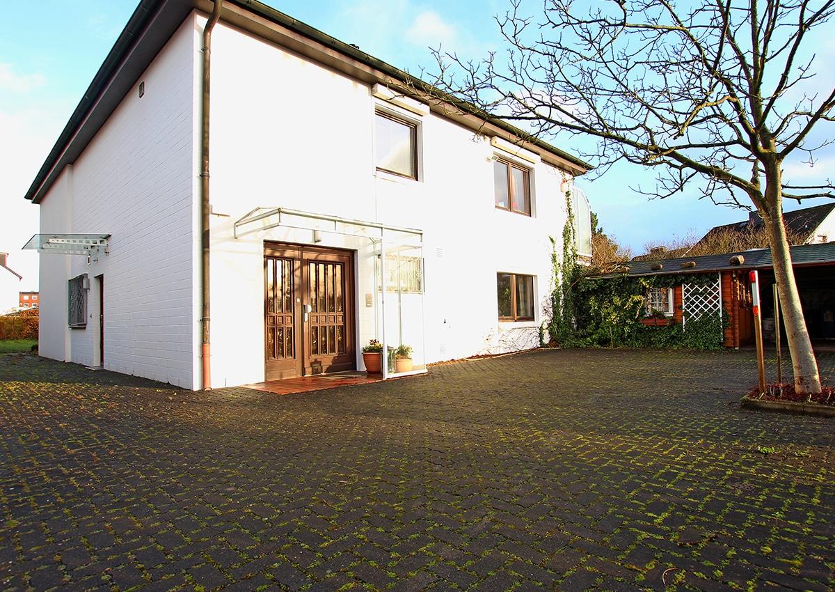 Angebotspreis: 649.000,- € • Wohnfläche ca. 240 m²