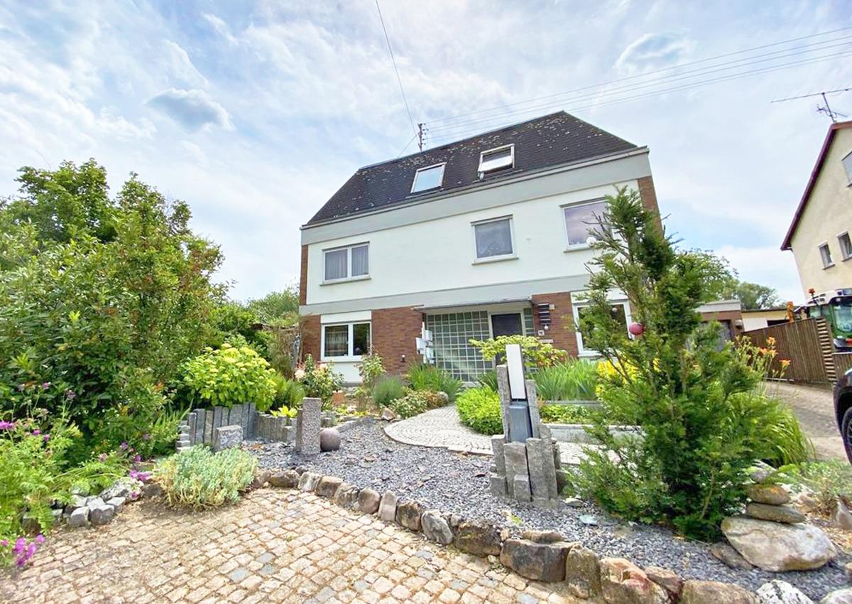 Angebotspreis: 999.000,- € • Wohnfläche ca. 348 m²