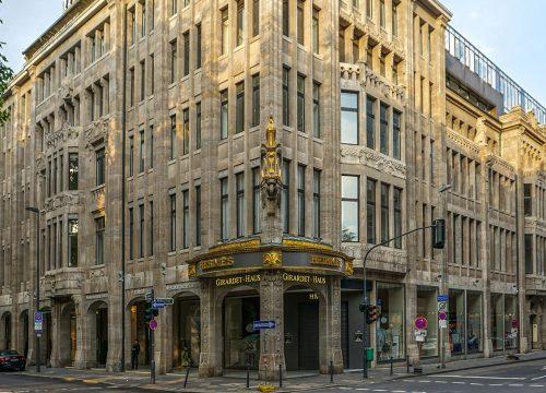 01 Aussenansicht Satellite Office Duesseldorf Koenigsallee