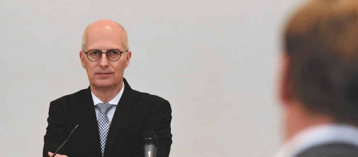 Der Erste Bürgermeister Peter Tschentscher muss sich aus der Immobilienwirtschaft einige Kritik anhören.