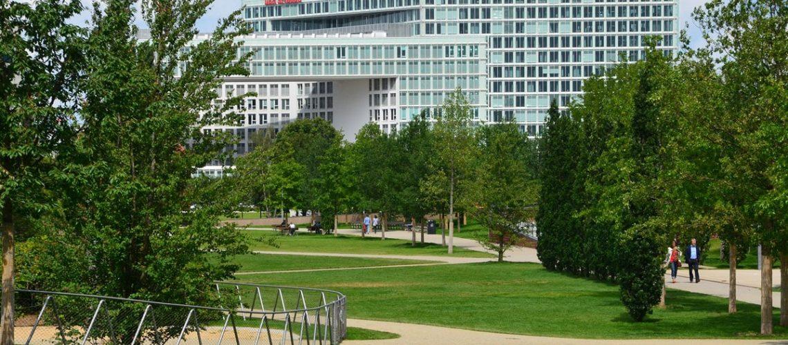 Bei jedem Stadtentwicklungsprojekt entstehen Grünanlagen und Parks, wie hier der Lohse-Park in der Hafencity.