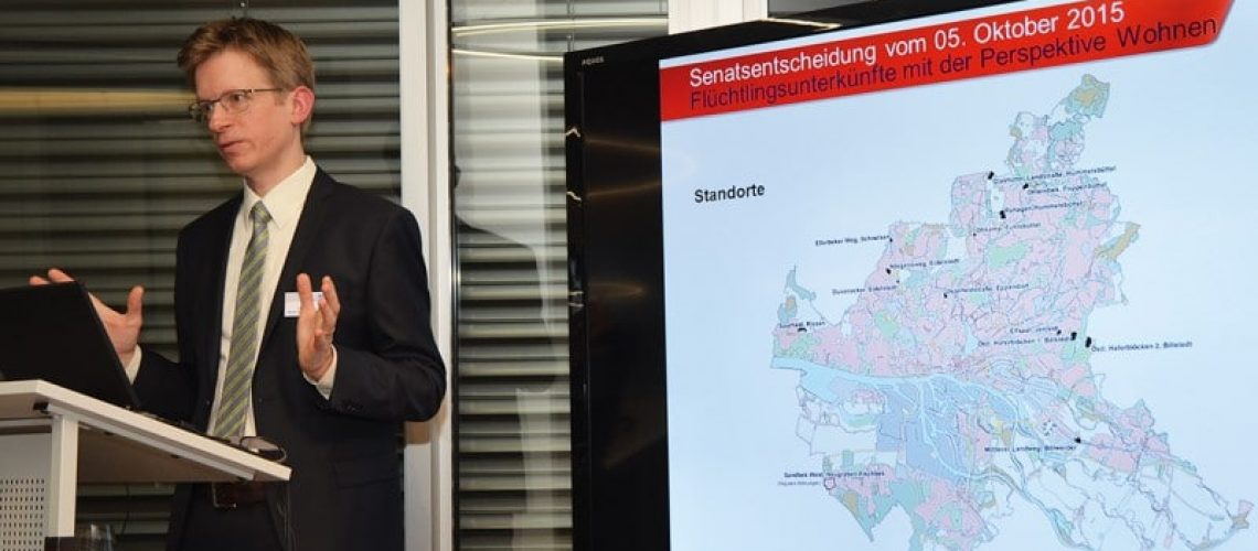 Ole Jochumsen, Koordinator Wohnungsbau für Flüchtlinge bei der BSW, hält eine Erweiterung des aktuellen Sonderbauprogramms für Flüchtlinge für möglich. Bild: Feldhaus