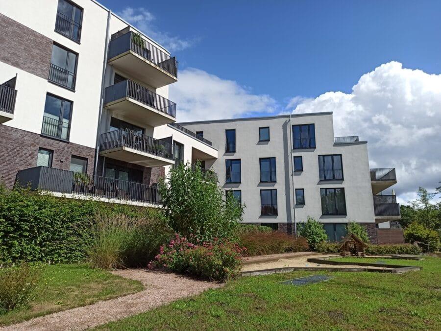 Wohnen im Grünen mit schöner Terrasse und eigenem Garten! - Außenansicht
