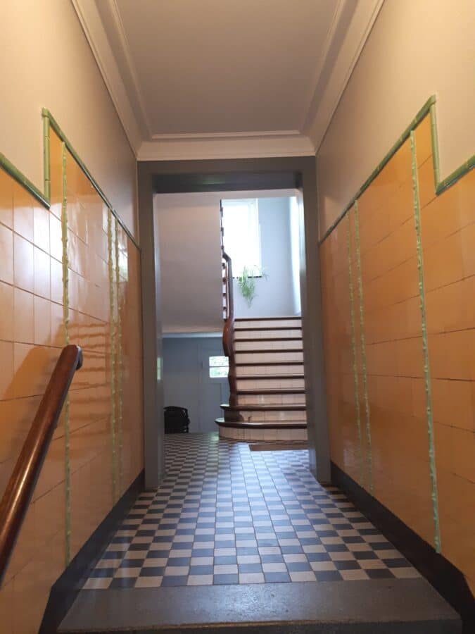 Top modernisiert! Wunderschöner Holdzielenboden! - Treppenhaus