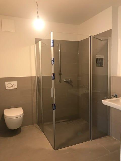 Modernes und stilvolles Wohnen - Beispielbild Duschbad