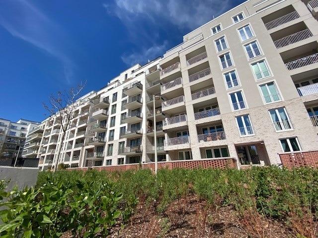 Anklicken, Besichtigen, Anmieten! Schicke Wohnung für eine kleine Familie! - Innenhof