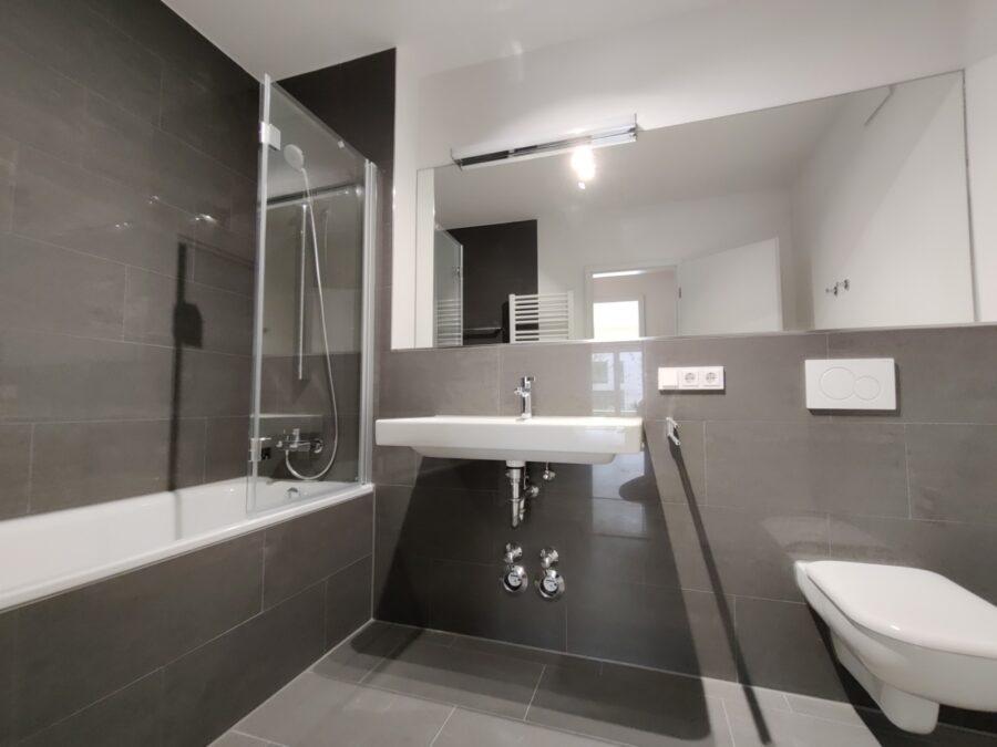 Kompakte 2 Zimmer Wohnung mit Garten! - Badezimmer