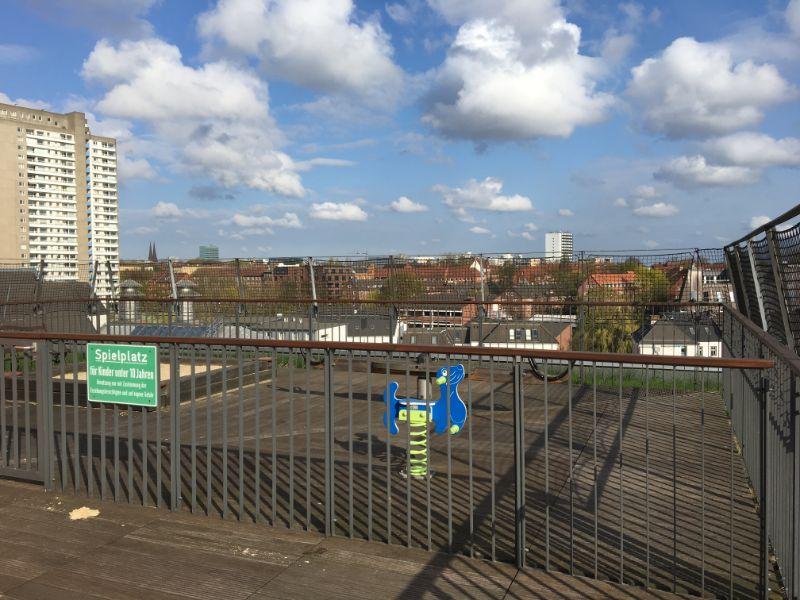 Ein WohnTRAUM an der Elbe wird wahr! - Spielplatz auf der Dachterrasse