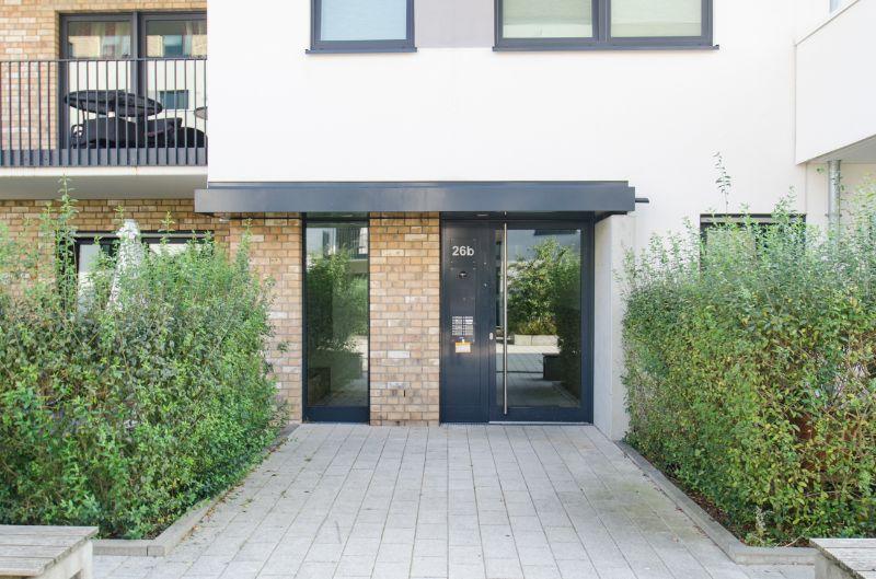 reserviert: Schönes Zuhause für die komplette Familie in ruhiger Lage - Hauseingang