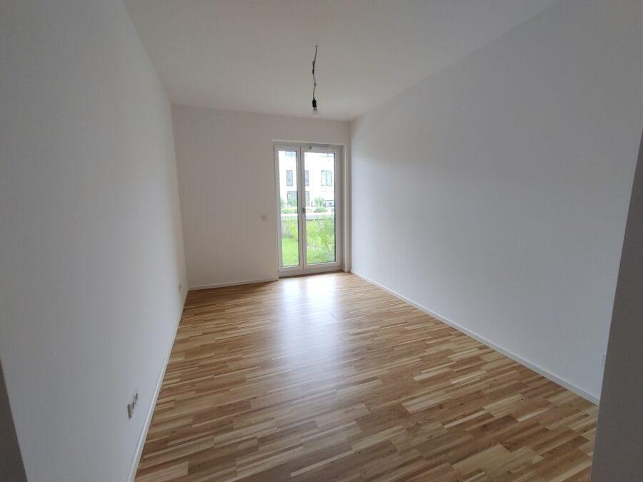 Kompakte 2 Zimmer Wohnung mit Garten! - Schlafzimmer