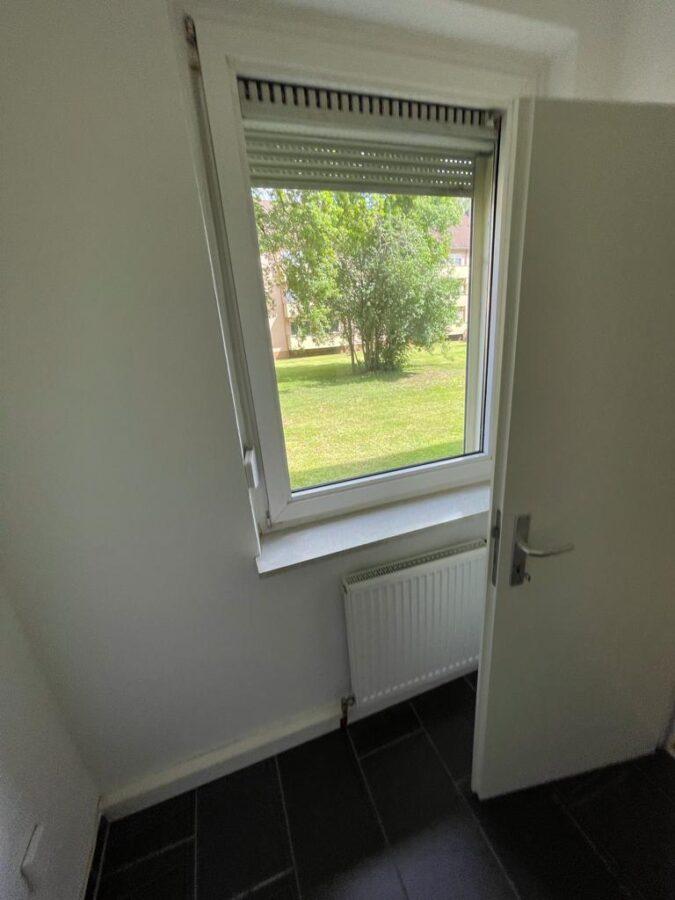 Helle 3 Zi.-EG.-Wohnung mit Balkon - Bild