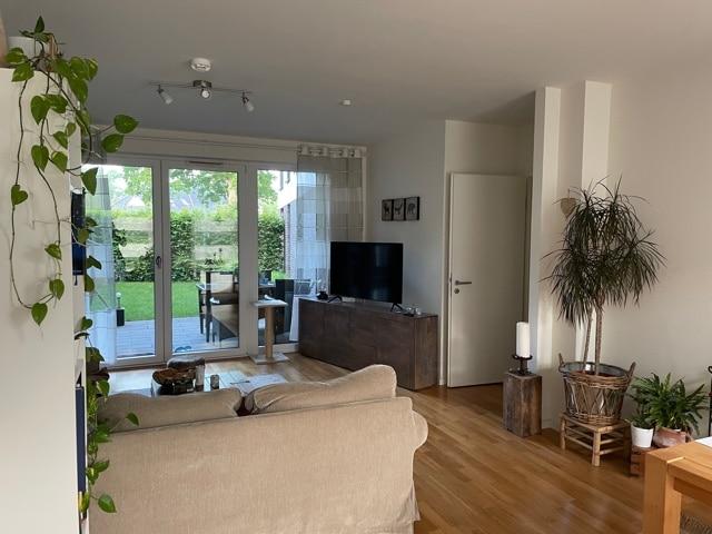 Wohnen im Grünen mit schöner Terrasse und eigenem Garten! - Wohnzimmer