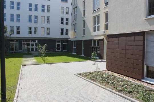 Schöne, helle 3-Zi.-Whg. im 1. OG. mit Balkon in moderner Wohnanlage - Außenanlage
