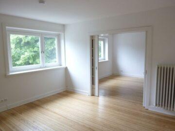 Schöne und helle Wohnung mit Holzdielenboden und Balkon, 22045 Hamburg, Etagenwohnung