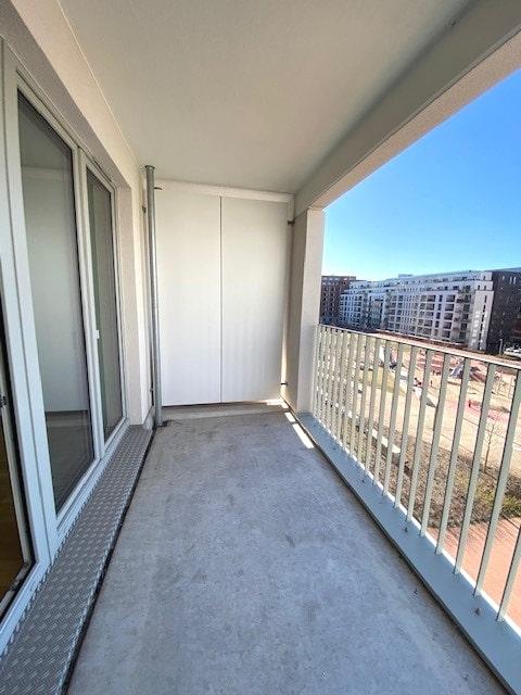 Anklicken, Besichtigen, Anmieten! Schicke Wohnung für eine kleine Familie! - Balkon