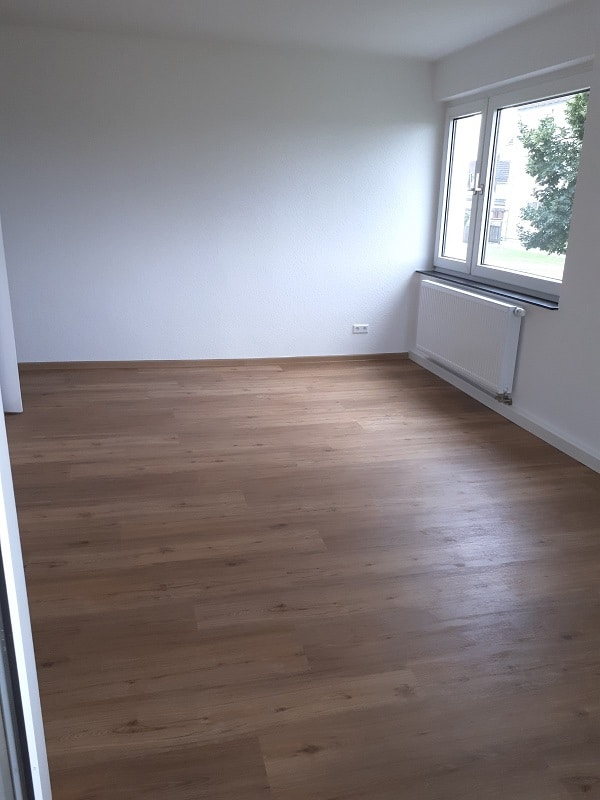 Erstbezug nach Modernisierung - Zum Einzug bereit - Wohnzimmer Ansicht 2