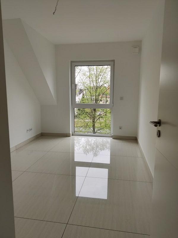 Moderne 3 Zimmer Wohnung mit Balkon - Zimmer