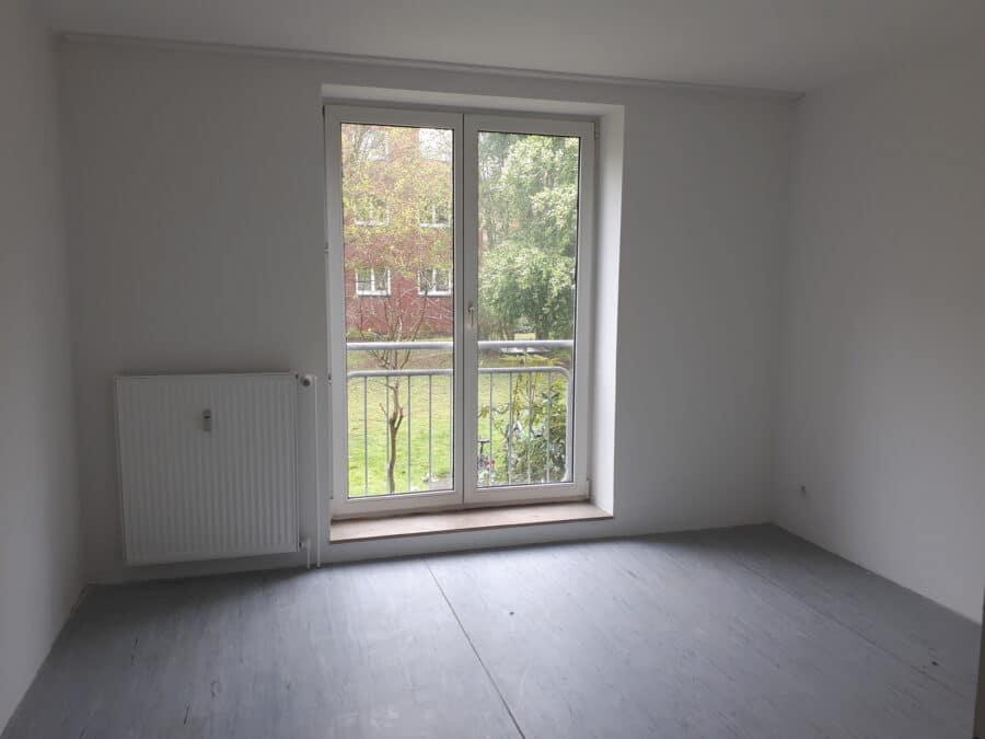 Erdgeschoss in netter Wohnanlage - Zimmer 1