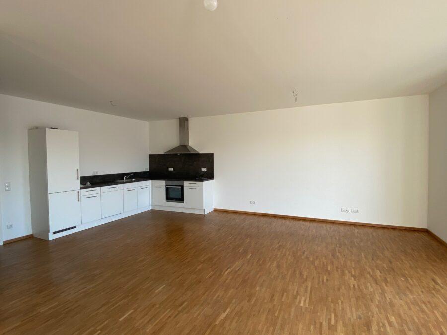 Moderne Wohnung mit offener Wohnküche und idealem Schnitt - Wohnzimmer