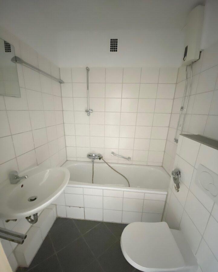 Gut geschnittene 2,5-Zimmer-Wohnung nahe dem Stadtzentrum Schenefeld - Bad