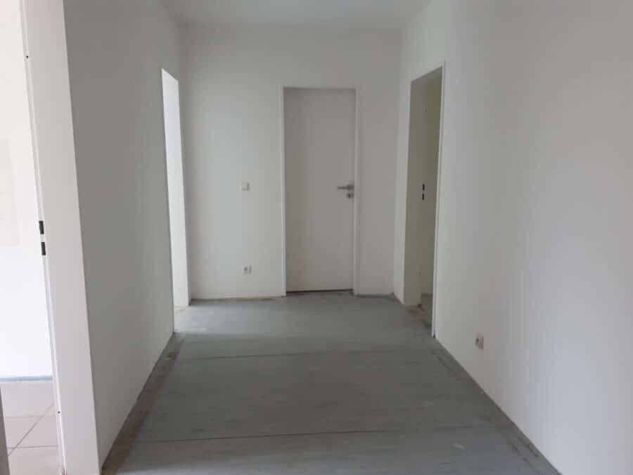 Erdgeschoss in netter Wohnanlage - Flur