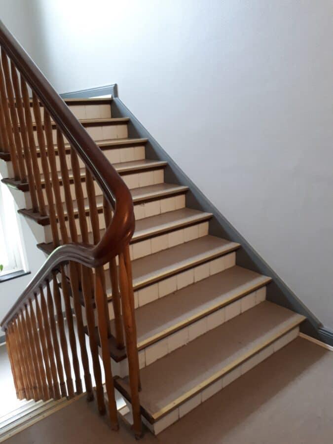 Top modernisiert! Wunderschöner Holdzielenboden! - Treppenaufgang