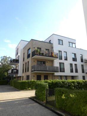 Moderne, geräumige Wohnung in familienfreundlicher Lage mit 2 Balkone!, 22529 Hamburg, Etagenwohnung