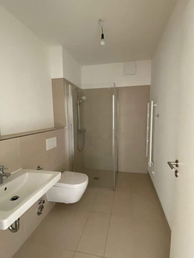 Moderne Wohnung mit offener Wohnküche und idealem Schnitt - Duschbab